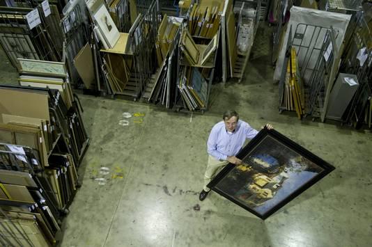 Bernhard Brinkmann tussen de schilderijen in de opslagruimtes van zijn veilingbedrijf aan de Tarweweg in Nijmegen.
