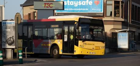 Un chauffeur de bus victime d'un malaise au volant: spectaculaire accident à Charleroi
