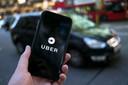 Ook bij taxidienst Uber rijden chauffeurs op zzp-basis. De arbeidsrelatie lijkt hier overigens nog iets losser dan bij maaltijdbezorgdiensten als Deliveroo en UberEATS.
