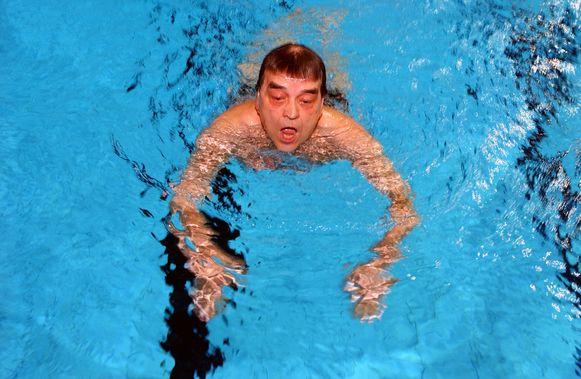 Louis Tobback was een fervent zwemmer en gaf ooit een beroemd interview in zwembroek voor de camera's.