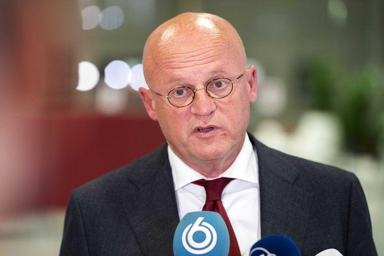 Minister Ferd Grapperhaus komt maandag aan op het provinciehuis in Utrecht voor overleg over de coronamaatregelen met burgemeesters van de 25 grootste gemeenten. 'Weddinggate' heeft de minister in de problemen gebracht.  Beeld ANP