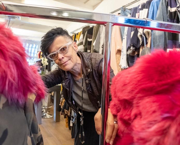 Irna Bergmans verkoopt in haar zaak Leux Mode in Zierikzee kleding die net even iets anders is.