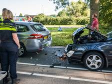 Drie auto's botsen in Culemborg