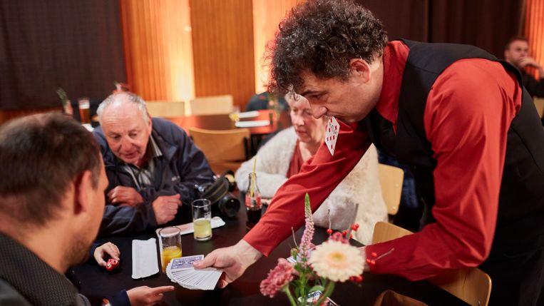 Kristof Limbo en Mikki Moon gingen zelfs goochelen aan de tafels in zaal Lindegroen.