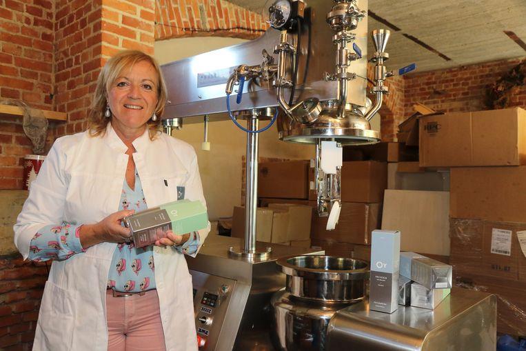 Inge Louf in haar labo bij haar thuis.