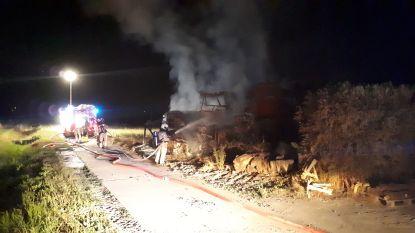 Tractor en landbouwmachine uitgebrand op Bockstaele