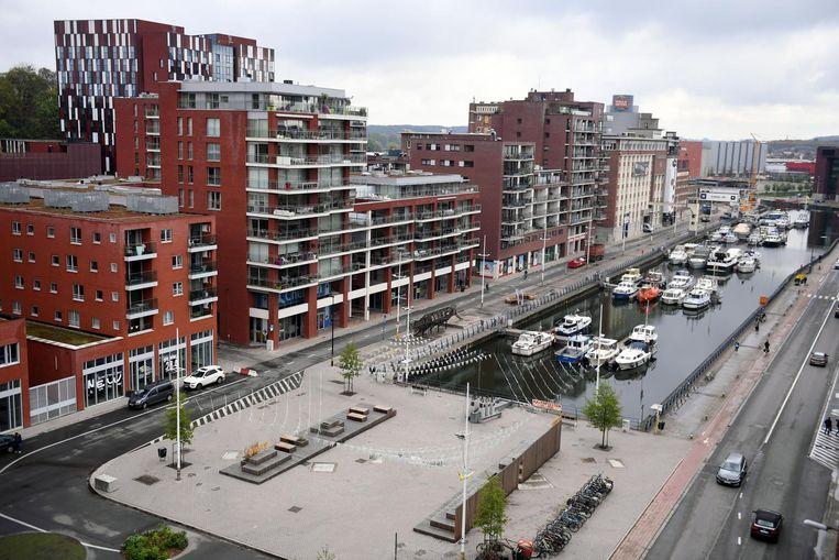 PVDA wil bijvoorbeeld een norm van 2/3 betaalbare woningen in grote nieuwe bouwprojecten invoeren omdat ze van mening is dat de stad wordt uitverkocht aan projectontwikkelaars die gericht zijn op luxe-appartementen, zoals hier aan de Vaartkom.