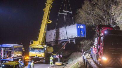 Poolse trucker voor Oost-Vlaamse transporteur rijdt zich hopeloos vast in Duits dorpje: weg meer dan 24 uur versperd
