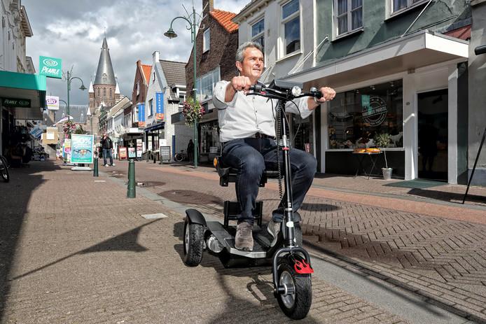 Een demonstratie van de Tété-trike voor het Huis van Morgen in de Blauwstraat in Steenbergen. Foto Chris van Klinken