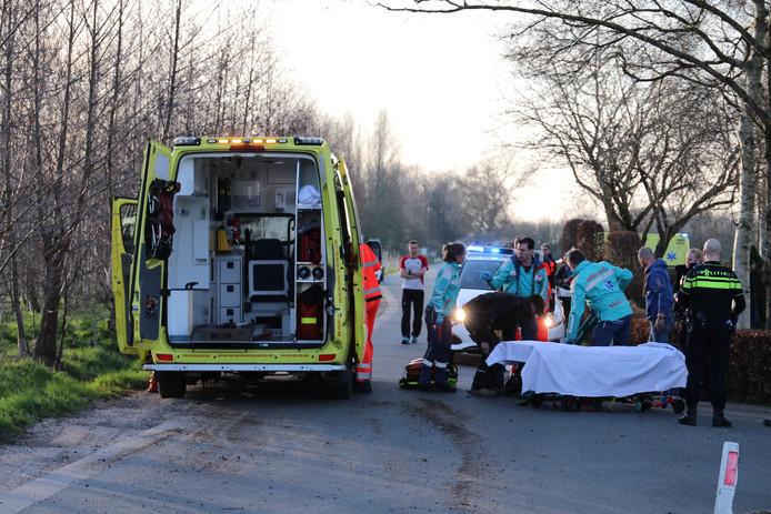Een traumahelikopter is geland, een trauma-arts verleent bijstand.