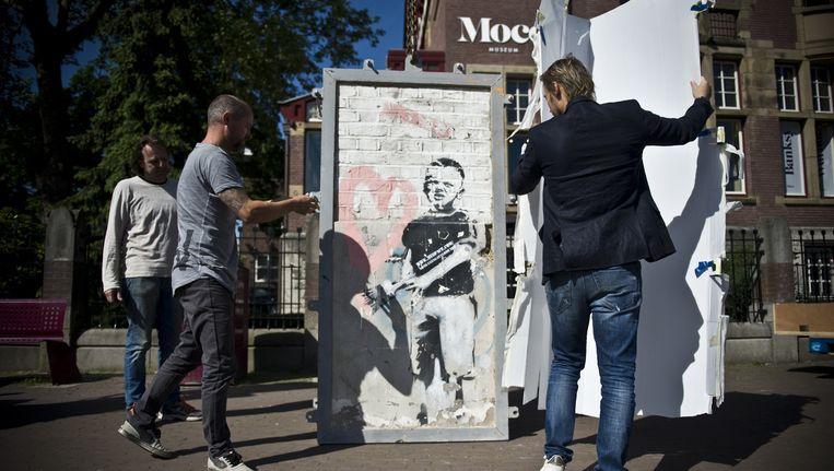 Dit is 'm: de eerste openbare Banksy van Amsterdam. Beeld Moco Museum