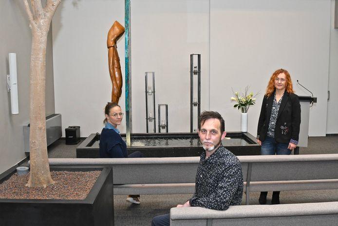 Begrafenisondernemer Steve Laevens, adviseur Katrien Buyse en funeral manager Caroline Van Roy hechten veel belang aan een warme, huiselijke sfeer.
