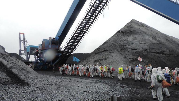 De atievoerders van Code Rood op het terrein van kolenoverslagbedrijf OBA Beeld Code Rood