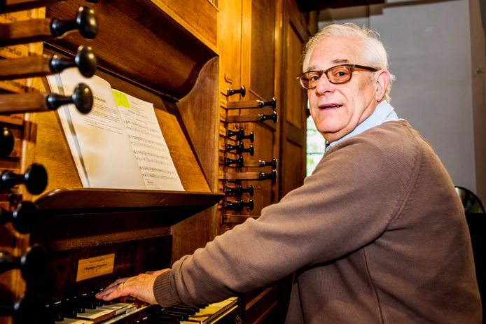 HILVARENBEEK Vrijthof Organist Ad van Sleuwen
