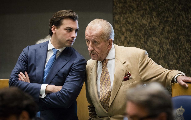 Thierry Baudet en Theo Hiddema tijdens het wekelijkse Vragenuurtje in de Tweede Kamer. Beeld ANP