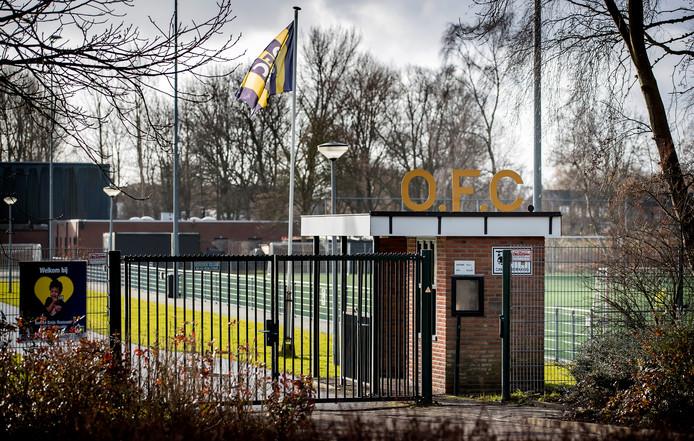 De gemeente wilde de voetbalclub sluiten na berichten over aangetroffen handgranaten en witwassen van crimineel geld.