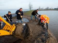 Gat in Harderwijkse ijsbaan: 3 miljoen liter water stroomt in Wolderwijd