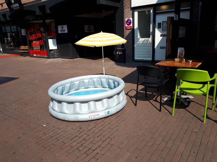 Zwembad in de stad, Walstraat.