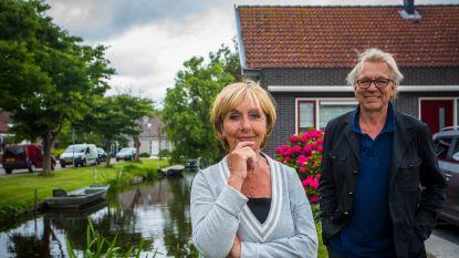 """Jan Mulder op bezoek bij Corrie, de weduwe van Robbie Rensenbrink: """"Rob lachte: 'Strooi mij maar uit op de middenstip van Anderlecht'"""""""