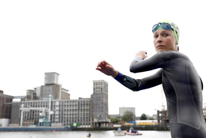 Rachel Klamer tijdens de warming-up  op het WK triathlon.