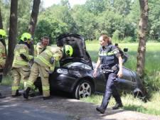 Auto over de kop in Zwartebroek: één gewonde