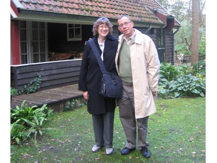 Marla en Glenn Okner uit het Amerikaanse Nebraska bij het onderduikadres van Marla's vader Marlowe B. Olson in Dalfsen. foto Teunis Schuurman