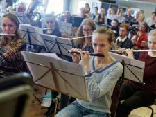Harmonie Wilhelmina blaast honderd kaarsen uit: groot feestweekeinde