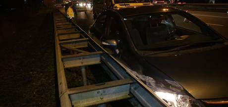 Automobiliste gewond na botsing met vrachtwagen op A28