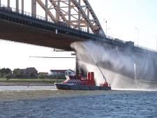 Schade aan steiger Waalbrug weer hersteld