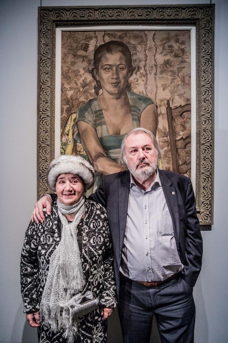 Simonne Marijnissen met zoon Willem Elias voor het bijzondere schilderij.