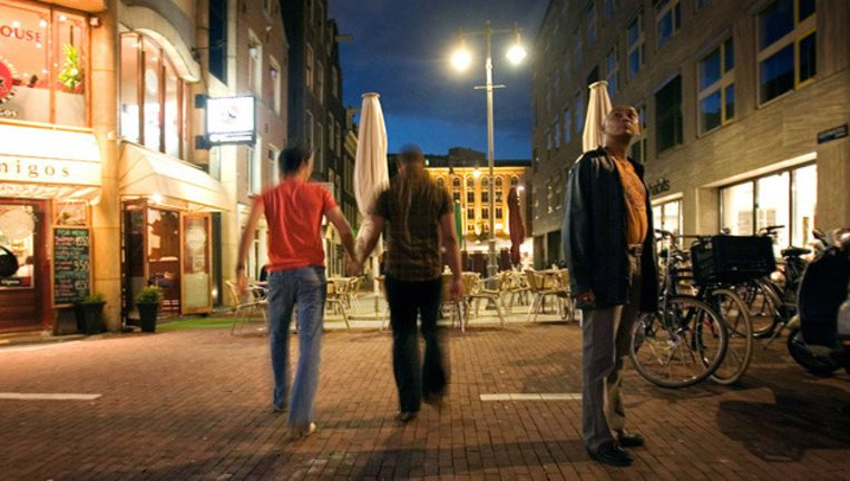 De bekende Amsterdamse homo-uitgaansstraat komt in rap tempo weer tot leven. © gpd Beeld