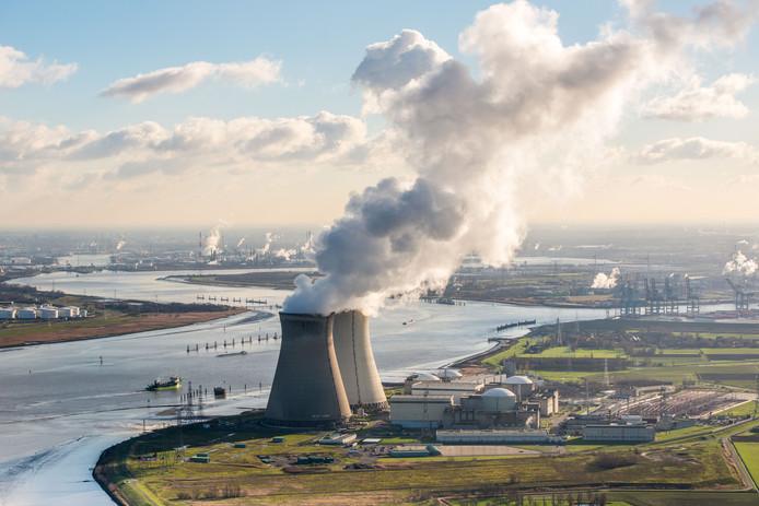 De Belgische kerncentrale Doel, vlakbij de grens met Nederland.