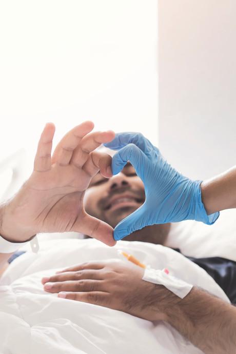 Une petite incision pour remplacer une opération à cœur ouvert