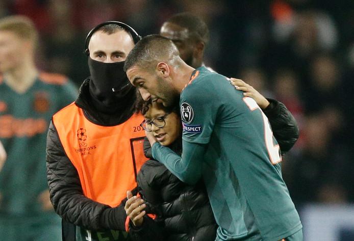 Hakim Ziyech met de jonge fan.