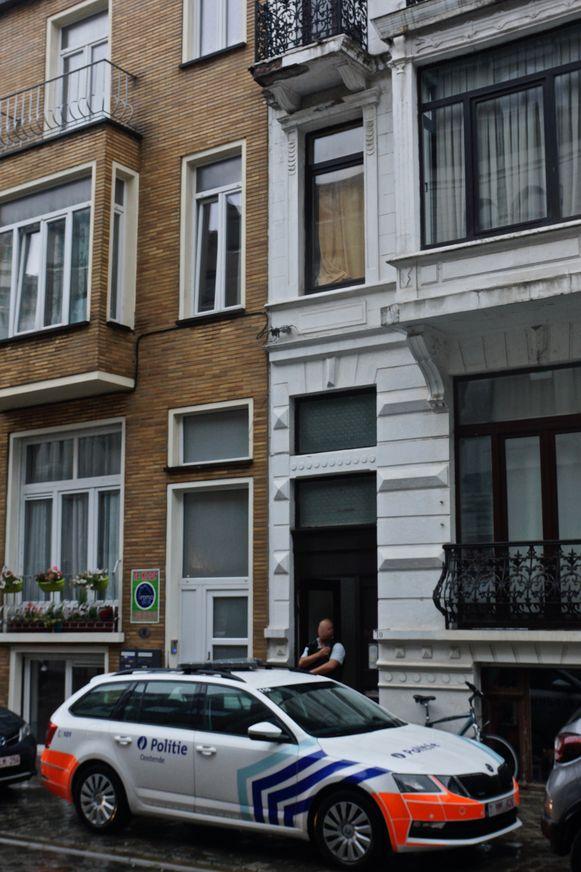 In deze woning in de Peter Benoitstraat werd de dader overmeesterd.