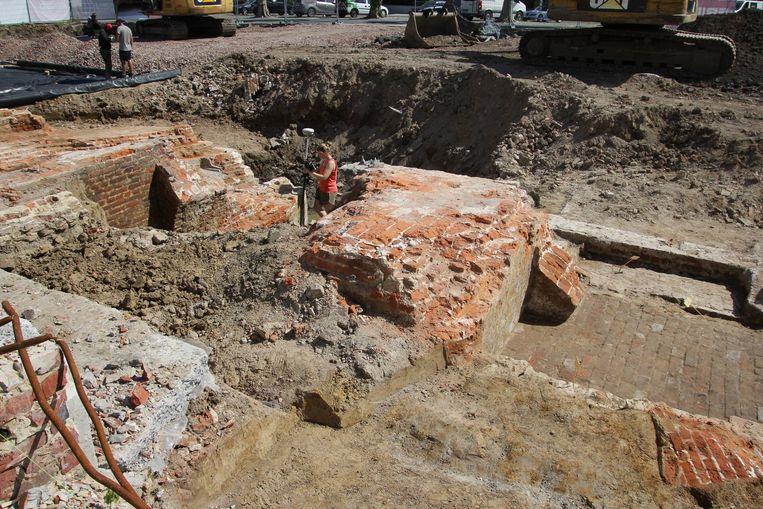 In Kortrijk werden vorig jaar de resten van de Trompetterstoren blootgelegd.
