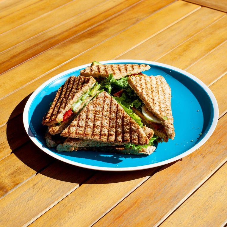 Een broodje bij Mech Make en Take Beeld Lin Woldendorp