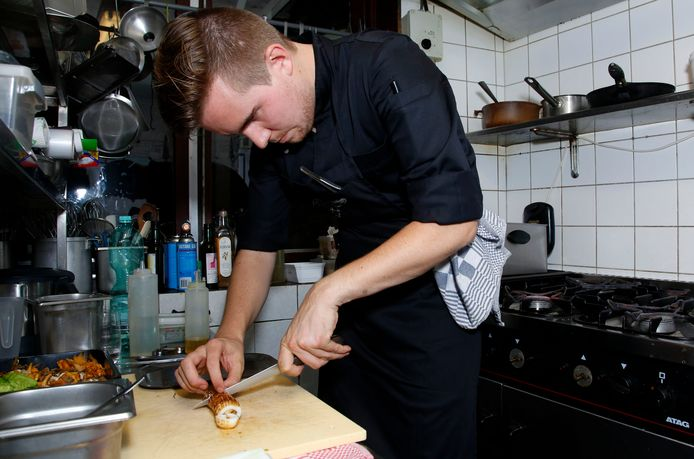 Thomas d'Hooghe een paar jaar geleden aan de slag in de keuken van 't Hemelrijk in Hulst.