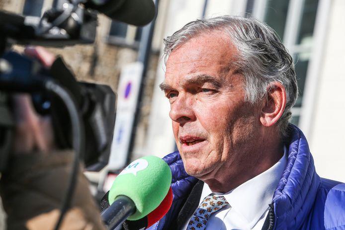 Topdokter Chris Van der Linden liet zijn staal zelf onderzoeken in een privélabo.