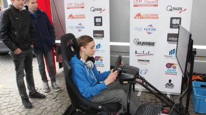 Racepiloten in spe oefenen op simulator