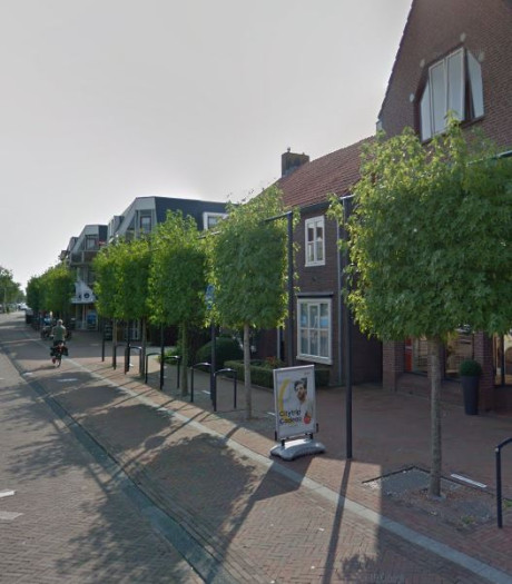 Winkeliers en gemeente Woudenberg ruziën over vlaggenstokken aan leilindes