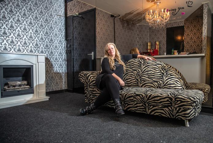 Priscilla van Limbeek vindt dat seks weg moet uit de schimmige sfeer. ,,Het is eerlijke handel. Een markt van vraag en aanbod.''