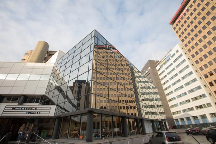 Het lage spiegelgebouw in het World Trade Center-gebied in Eindhoven zou plaats moeten maken voor een toren van wellicht 120 meter. Ook de rest van de gebouwen zou aangepakt moeten worden.