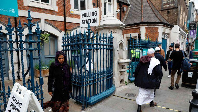 Een stembureau in oost-Londen. Beeld afp
