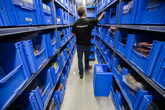 Het magazijn van webwinkel Coolblue op industrieterrein Vossenberg in Tilburg.