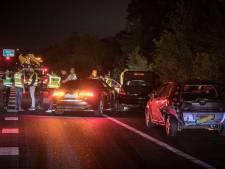 Verdachte ramt auto bij achtervolging op A12, raakt gewond en heeft lachgas in kofferbak