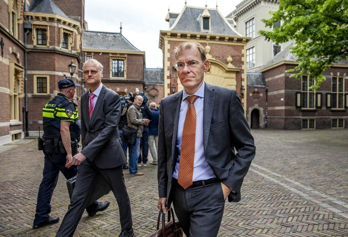 Staatssecretaris Menno Snel (r) van Financiën.
