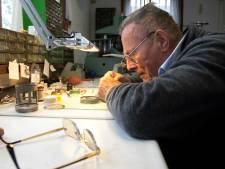 Wintertijd: extra werk voor klokkenmaker Anthoni, slecht nieuws voor overstekende dieren