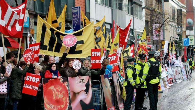 Protesten in Belfast tegen de abortuskliniek. Beeld AFP