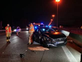 Drie auto's en vrachtwagen botsen op E17: twee gewonden